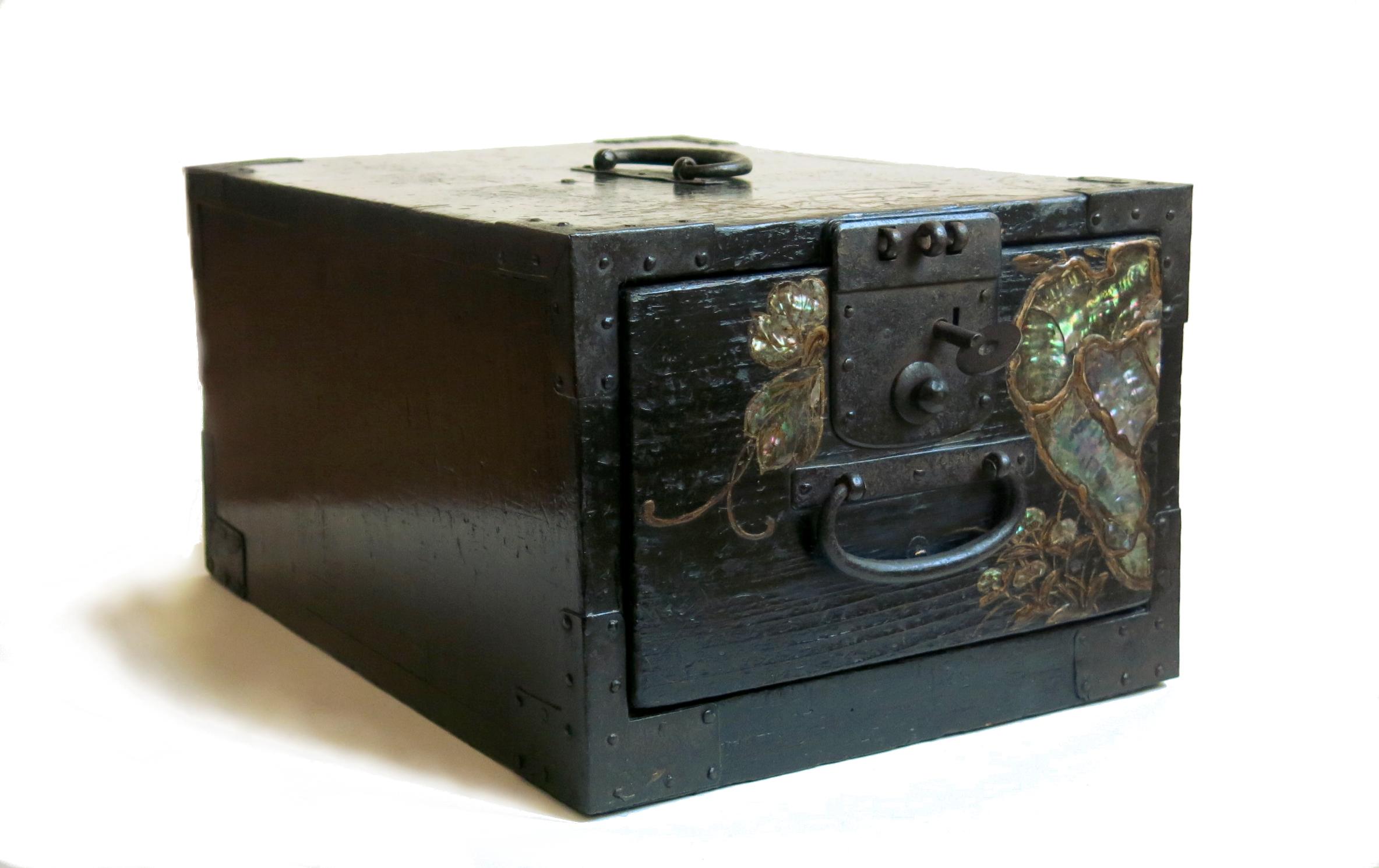 coffre de marine reflets des arts. Black Bedroom Furniture Sets. Home Design Ideas